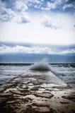Stora vågor i havet Arkivfoton