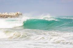 Stora vågor i Sochi Arkivbilder