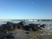 Stora vågor på den Lido stranden, Long Island Arkivbild