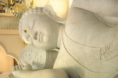 Stora vita buddha i Thailand arkivbild