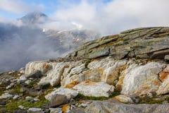 Stora vita mineraler med toppmötet av Kristallwand arkivfoton