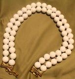 Stora vita pärlor för tappning Royaltyfria Bilder