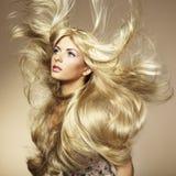 storartad fotokvinna för härligt hår fotografering för bildbyråer