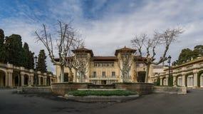 Storartad herrgård på bygden Royaltyfri Bild
