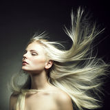 storartad kvinna för härligt hår Arkivfoto