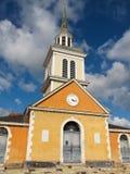 Storartad ljus kulör kyrka Arkivfoto