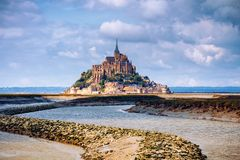 Storartad Mont Saint Michel domkyrka på ön, Normandie, arkivfoto