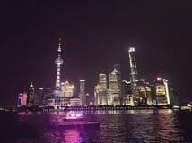Storartad nattsikt av den Shanghai bunden arkivbild