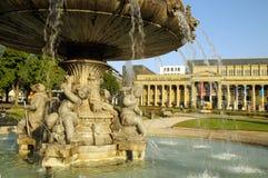 Storartad springbrunn på Schlossplatzen i Stuttgart royaltyfria bilder