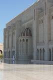 Storartad storslagen moské av Muscat, Oman royaltyfri foto