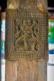 Storartade forntida träsniderier på den Embekka templet i Kandy Royaltyfri Foto