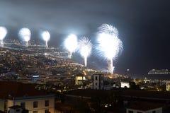 Storartade fyrverkerier för nytt år i Funchal, madeiraö, Portugal Arkivfoto