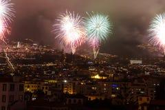 Storartade fyrverkerier för nytt år i Funchal, madeiraö, Portugal Arkivbild