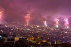 Storartade fyrverkerier för nytt år i Funchal, madeiraö, Portugal Fotografering för Bildbyråer