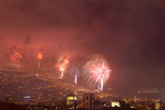Storartade fyrverkerier för nytt år i Funchal, madeiraö, Portugal Royaltyfri Fotografi