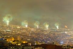 Storartade fyrverkerier för nytt år i Funchal, madeiraö, Portugal Royaltyfria Bilder