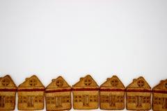 Storartade och l?ckra kakor i form av enber?ttelse byggnad Isolerat avbilda kopiera avst?nd royaltyfria foton