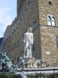 Storartade sikter av stenstatyn i Rome, Italien Arkivbilder