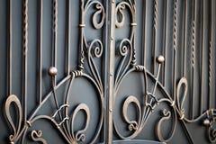 storartade smidesjärnportar, dekorativt smide, falsk eleme arkivbild