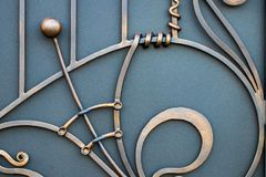 storartade smidesjärnportar, dekorativt smide, falsk eleme arkivbilder
