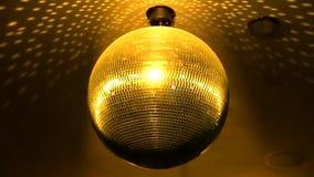 Storartat ljust färgrikt spegelförsett skraj rotera för belysning för lampa för garnering för tak för nattklubb för diskobollpart arkivfilmer