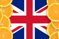 Storbritannien flagga i vertikal ram för citrusfruktskivor royaltyfri bild