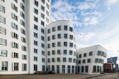 Storbystade arkitekturer i Dusseldorf Arkivbilder