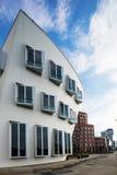 Storbystade arkitekturer i Dusseldorf Arkivfoton