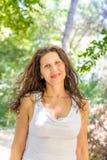 Storbystat flott moget le för kvinna fotografering för bildbyråer