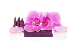 Storczykowi kwiaty, aromatyczny ustalony i świeczki, obraz royalty free