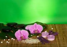 Storczykowi kwiaty, set dla zdroju na bambusowym płótnie Fotografia Stock