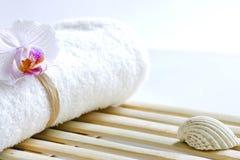 Storczykowy i ręcznikowy abstrakcjonistyczny skincare tło Fotografia Stock