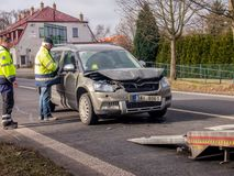 storen för krasch för bilbilsammanstötning har huvudvägen iced hastighet Arkivbilder