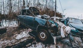 storen för krasch för bilbilsammanstötning har huvudvägen iced hastighet Arkivfoto