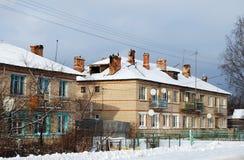 2-storeyed казармы в деревне Karmanovo района Gagarinsky Область Смоленска Стоковые Изображения RF