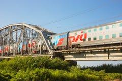 2-storeyed поезд Сочи утра русских железных дорог Стоковые Фото