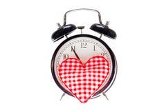 Storia di amore, orologio e un cuore Simbolo di festa e un momento immagini stock libere da diritti