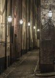 Storkyrkobrinken,老镇街道在晚上。 库存照片