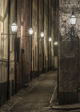 Storkyrkobrinken, vieille rue de ville la nuit. Photo stock