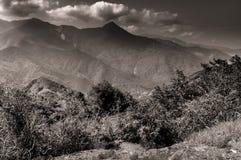 Storm över bergen av sequoianationalparken arkivbild