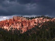 Storm över röda klippor Arkivbild