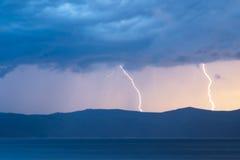 Storm över Yenisei River på Sibirien Royaltyfri Bild