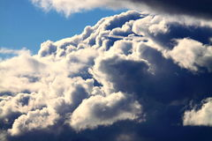 Storm cloud building Royalty Free Stock Photography