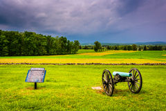 Storm clouds over a cannon and sign in a field at Gettysburg, Pe Stock Photography