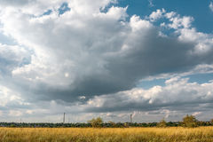 Storm clouds over the field Royalty Free Stock Photography