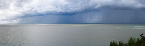 Storm Clouds over the Sea Royalty Free Stock Photos