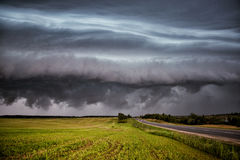 Storm clouds over the sloping field Royalty Free Stock Photos