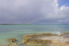 After the storm - Cuba 2018. A rainbow spans open water between Coco Beach and the Playa del Boca isthmus in Camaguey province, Cuba, after a morning rainstorm Stock Photos