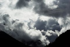 Storm heading into the mountains Royalty Free Stock Photos