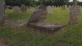 Storm i den keltiska kyrkogården arkivfilmer